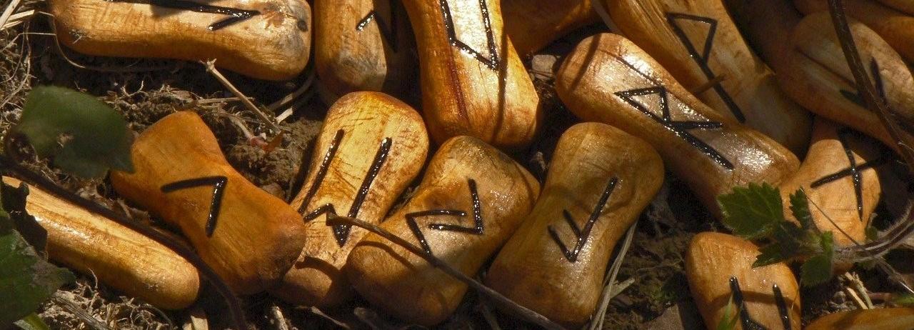 Runes-list-for-Diablo-2-a-bundle-of-wood-carved-runes
